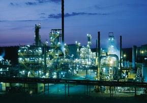 NynashamnRefineryNight