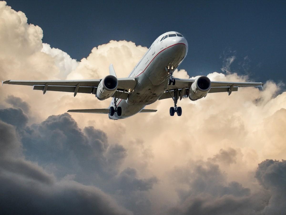 aircraft jet landing cloud-771865 1