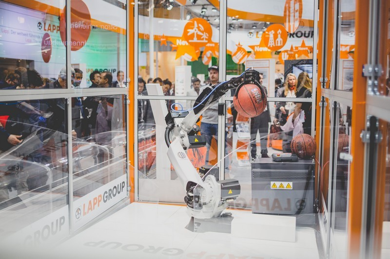 Lapp HannoverMesse2016 Roboter-009