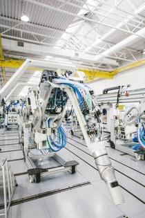 Lapp поставляет «полный пакет услуг» для клиентов как DÜRR SYSTEMS APT. Специальный кабель разрабатывался совместно с Dürr и производился на заводе Lapp Müller в Гримо, перед тем как пройти испытания в Lapp Systems, г. Штутгарт.
