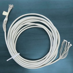 De foto toont een speciale kabel van LAPP voor brandkasten.