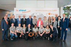 German President Frank-Walter Steinmeier and his wife Elke Büdenbender visited Lapp in Stuttgart to find out about the practicalities and challenges of professional apprenticeships