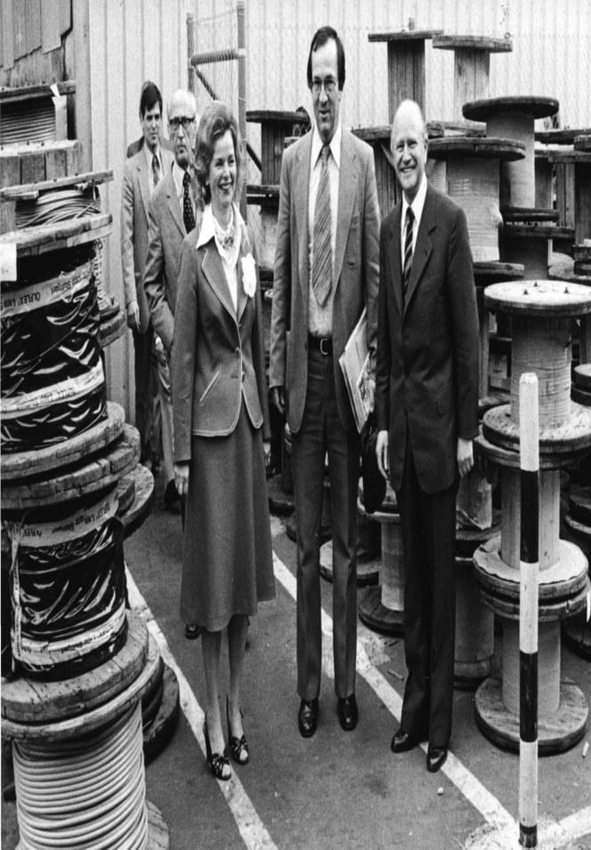 Урсула Ида и Оскар Лапп на экскурсии по компании с бывшим мэром Штутгарта Манфредом Роммелем