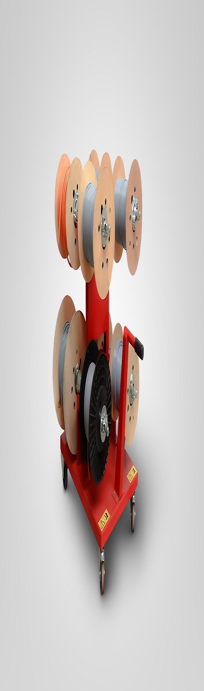 Na nový vozík pro kabelové lze umístit až 8 kabelových bubnů pro přepravu a skladování