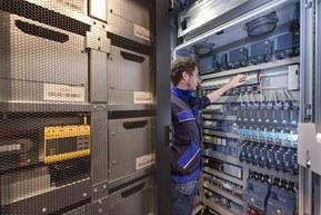 Отдельные модули аккумулятора подключены одножильными  кабелям Lapp Group
