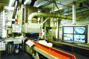Стадия загрузки закрытого резиносмесителя: сюда загружаются компоненты для смешивания.