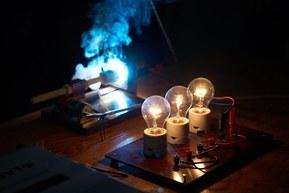 L'utilisation de courant continu nécessite de nouveaux interrupteurs et connecteurs.