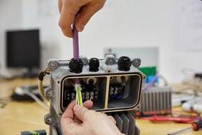 Саймон Крюнер использует высококачественные кабели LAPP для генераторов SINN.