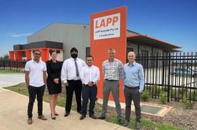 Lapp의 오스트레일리아 본사는 시드니의 이스턴 크릭에 있습니다.  Lapp Australia 팀은 오스트레일리아에서 직접 Lapp 품질 및 서비스를 제공하고 있습니다.