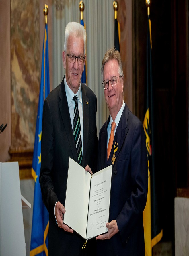 "Mr. Andreas LAPP har blitt hedret med ""Order of Merit of the state of Baden-Württemberg"" ."