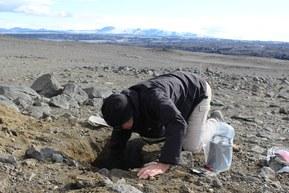 Ved å plassere seismografer kan forskere samle data om ørsmå bevegelser og dermed ha mulighet til å forutsi nye utbrudd.