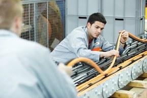 랍의 완전한 커넥팅 솔루션은 공작 기계 제조사의 시간과 비용을 돕습니다. 제조사들은 랍그룹의 제조 전문성을 통해서도 이점을 누리고 있습니다.