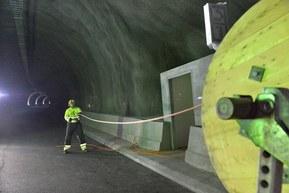 Våre kabler til samferdsel og infrastruktur er godt tilpasset vårt norske klima. Enten i tunneler, jernbane, flyplasser eller innen veibygging.