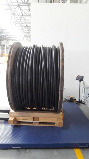 Промышленные весы с возможностью взвешивания груза до 5000 кг.