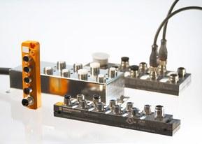 Splitterboxen samler alle signaler fra sensorer og aktuatorer og fordeler dem videre gennem et fælles kabel til tilslutningspunktet.
