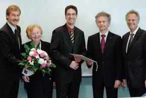 v.l. DGK-Präsident Prof. Dr. Dr. h.c. Gerd Heusch, Aufsichtsratsvorsitzende Ursula Ida Lapp, der Preisträger Dr. Rory R. Koenen, Kongress-Präsident Prof. Dr. Helmut Drexler und Vorstand Siegbert Lapp.