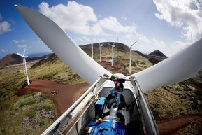 wind-turbine-construction-photo