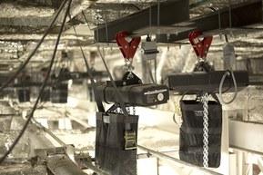 Кабели LAPP используются для подъема системы систему подъема софитного освещения.